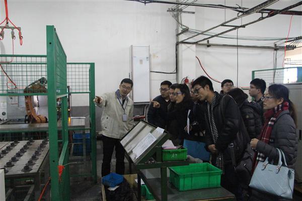 9家媒体参观绿的谐波生产车间.JPG